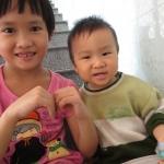 Hai chị em Tâm Tín tháng 12/2013